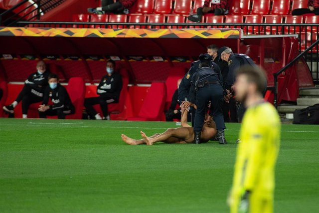 Spontaneous jumps in the match during the UEFA Europa League Quarter of Final round one match between Granada Futbol Club and Manchester United at Nuevos Los Carmenes Stadium on April 8, 2021 in Granada, Spain.