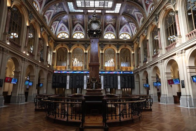 Interior del Palacio de la Bolsa. Ibex 35 de la Bolsa de Madrid.