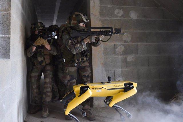El robot Spot participando en un escenario de combate