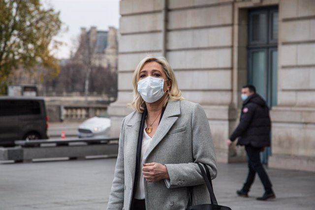 Archivo - 09 December 2020, France, Paris: President of the National Rally political party Marine Le Pen arrives to the Orsay Museum to sign condolence registers, following the death of former French President Valery Giscard d'Estaing, who died on 02 Dece