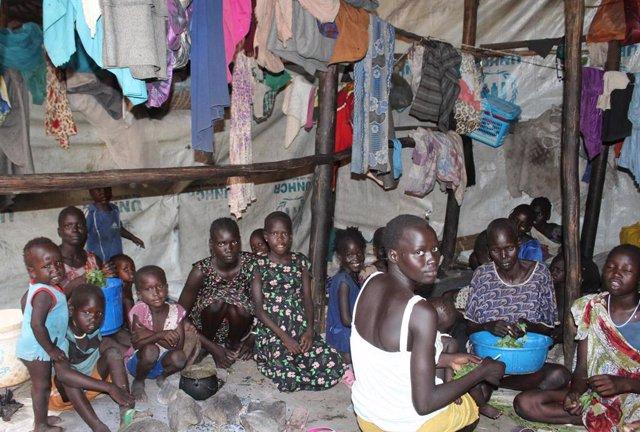 Refugiados sursudaneses en el centro de recepción de Gambella (Etiopía)