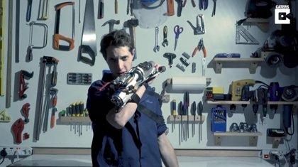 Este estudiante de ingeniería fabrica su propio de un gancho de agarre inspirado en el de los videojuegos