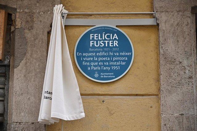 Placa literària en homenatge a Felícia Fuster.