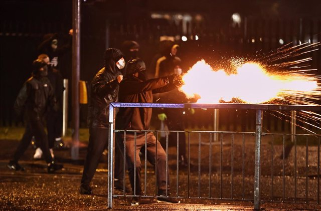 08 April 2021, United Kingdom, Belfast: Rioters fire fireworks at the anti-riot police on the Springfield road, as unionists and nationalists clashed with the police and each other. Photo: Liam Mcburney/PA Wire/dpa
