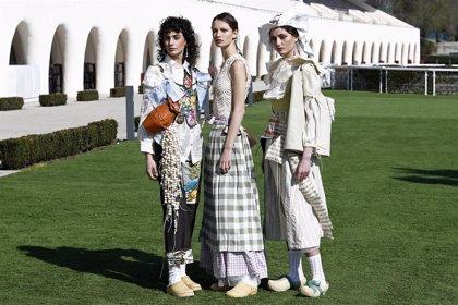 Ana Locking dirige el desfile de las futuras promesas del diseño en un fashion film de Alfonso Ohnur