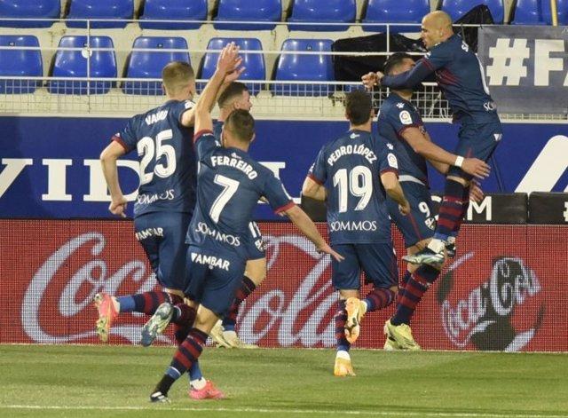 Rafa Mir celebra el 1-0 ante el Elche en la jornada 30 de la Liga Santander