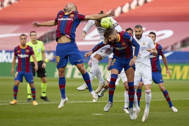 Archivo - Piqué, Jordi Alba y Sergio Ramos en el Clásico del Camp Nou de LaLiga Santander 2020-2021
