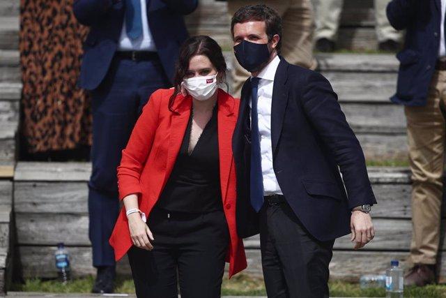 La presidenta de la Comunidad de Madrid, Isabel Díaz Ayuso, interviene durante la presentación de la candidatura del PP de Madrid para las elecciones a la Asamblea de Madrid en el Auditorio del Parque Lineal del Manzanares, en Madrid (España) a 31 de marz
