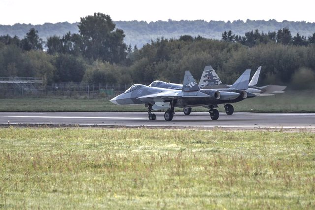 Archivo - FILED - 27 August 2019, Russia, Zhukovsky: Two Sukhoi Su-57 fifth generation jet fighters prepare to take off during the 2019 MAKS International Aviation and Space Show. An Su-57 jet crashed in the Russian Far East on Tuesday while the pilot eje