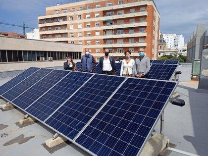 Ayuntamiento y Eléctrica de Cádiz estudian colocar una planta fotovoltaica de autoconsumo en el Mercado Central