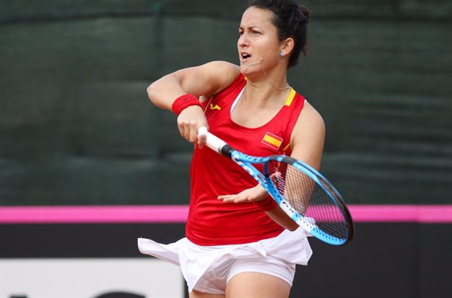 Archivo - CARTAGENA, SPAIN - FEBRUARY 8:  Lara Arruabarrena of Spain during Fed Cup tennis match played between Spain and Japan at La Manga Club on February 8, 2020 in Cartagena, Murcia, Spain.