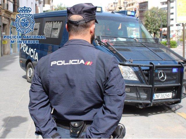 Archivo - Agente de la Policía Nacional en una imagen de archivo