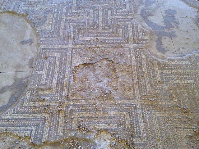 Archivo - Mosaico del yacimiento de Plaza de Armas de Écija