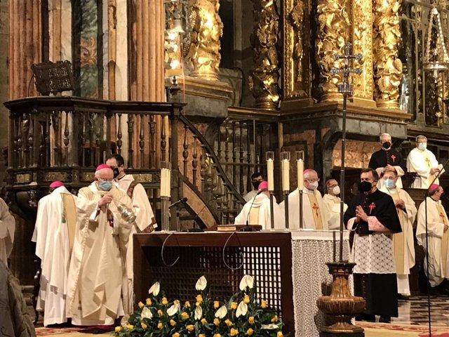 Monseñor Julián Barrio durante la ceremonia de ordenación episcopal