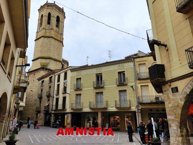 Punt de recollida de signatures per a la llei d'amnistia habilitat per Òmnium Cultural a Tàrrega (Lleida)