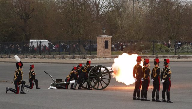 10 April 2021, United Kingdom, London: Members of the King's Troop Royal Horse Artillery fire a 41-round gun salute at Woolwich Barracks to mark the death of the Duke of Edinburgh, who passed away a day earlier at the age of 99. Photo: Alastair Grant/PA W
