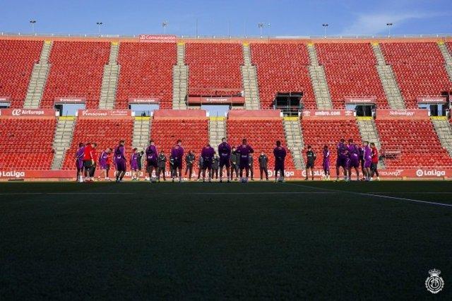 La plantilla del RCD Mallorca durante un entrenamiento