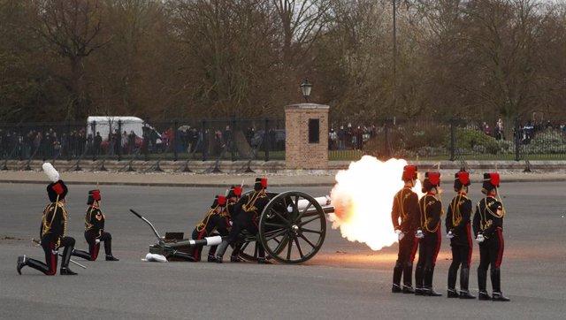 Salves en honor del duc d'Edimburg a Londres