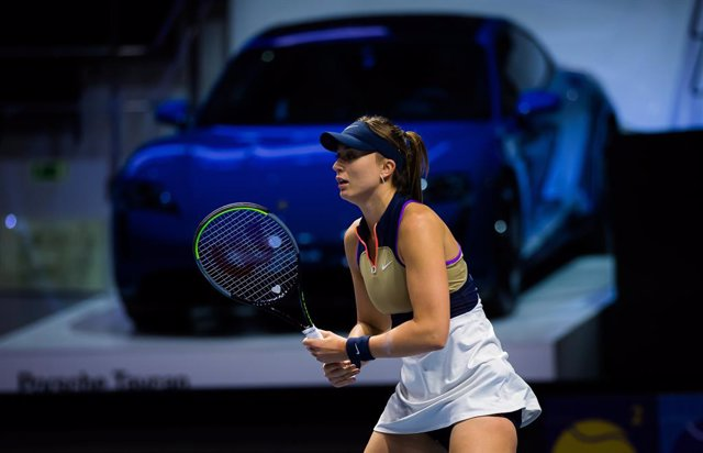 Paula Badosa of Spain in action during her first-round match of the 2021 St. Petersburg Ladies Trophy WTA 1000 tournament against Jelena Ostapenko of Latvia