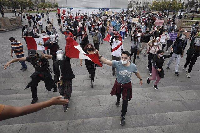 Archivo - Perú vota el domingo en unas elecciones generales clave para una ansiada estabilidad política del país