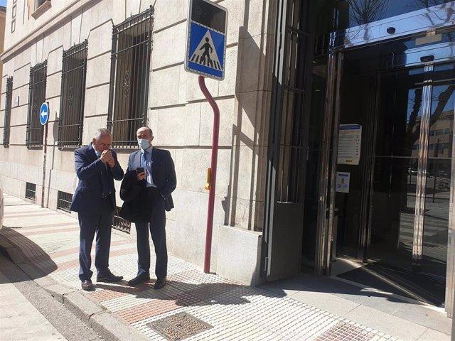 El actual jefe de la Policía Nacional de Castilla-La Mancha y ex jefe del Grupo Especial de Operaciones (GEO) de este cuerpo, Félix Antolín y el jefe operativo de este cuerpo, en Guadalajara.
