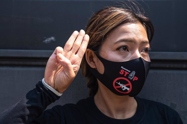 10 April 2021, South Korea, Seoul: A protester makes a three-finger salute during a demonstration outside the Chinese embassy in Seoul condemning the Chinese government for supporting the Myanmar Military Coup. Photo: Simon Shin/SOPA Images via ZUMA Wire/