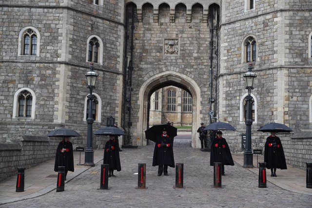 11 April 2021, United Kingdom, Windsor: Staff stand outside the Henry VIII Gate at Windsor Castle, after the death of Prince Philip, the Duke of Edinburgh, at the age of 99. Photo: Steve Parsons/PA Wire/dpa