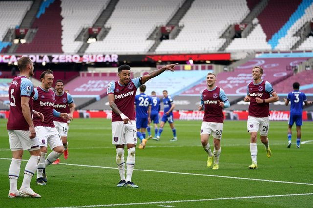 11 April 2021, United Kingdom, London: West Ham United's Jesse Lingard (C) celebrates scoring his side's first goal with teammates during the English Premier League soccer match between West Ham United and Leicester City at the London Stadium. Photo: John