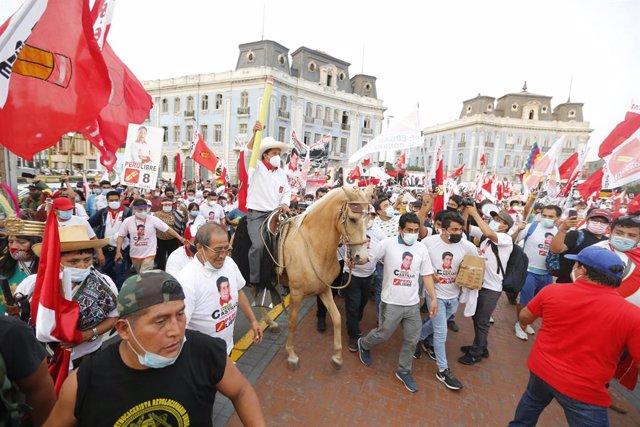 El candidato presidencial de Perú Libre, Pedro Castillo, en un mitín.