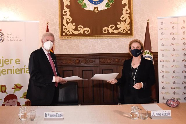 Antonio Colino, presidente de la Real Academia de Ingeniería, y Rosa Visiedo, rectora de la Universidad CEU San Pablo, en la firma del convenio entre ambas instituciones