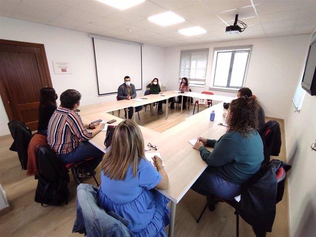 Reunión de la confluencia de IU y Podemos con trabajadoras del Servicio de Ayuda a Domicilio de CCOO