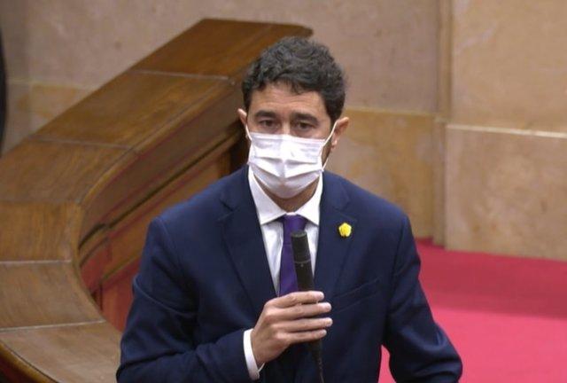 Archivo - Arxiu - El conseller de Territori de la Generalitat, Damià Calvet, durant el ple del Parlament del 2 de desembre del 2020.