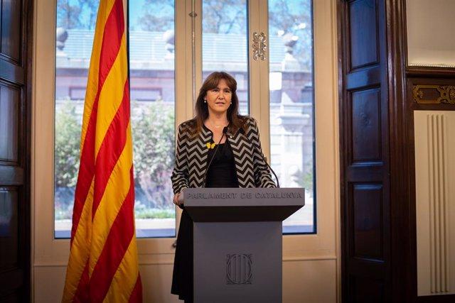 La presidenta del Parlament, Laura Borràs, ofereix una roda de premsa a la cambra catalana.