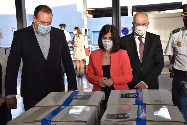 La ministra de Sanitat, Carolina Darias, a la recepció de vacunes a l'Aeroport de Gran Canària.