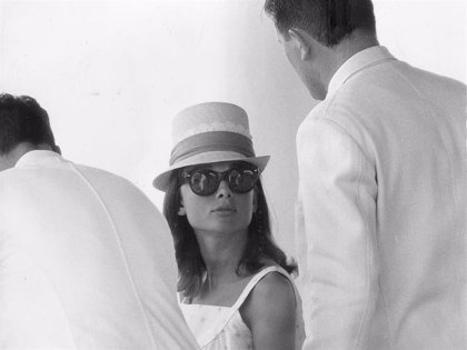 Combina la elegancia y la comodidad con una gafa de sol que te haga triunfar