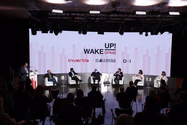 Mesa redonda de la primera jornada del foro 'Wake up! Spain' organizado por El Español-Invertia.