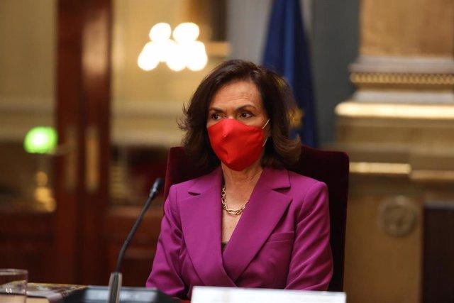 Archivo - La vicepresidenta primera del Gobierno y ministra de la Presidencia, Relaciones con las Cortes y Memoria Democrática, Carmen Calvo