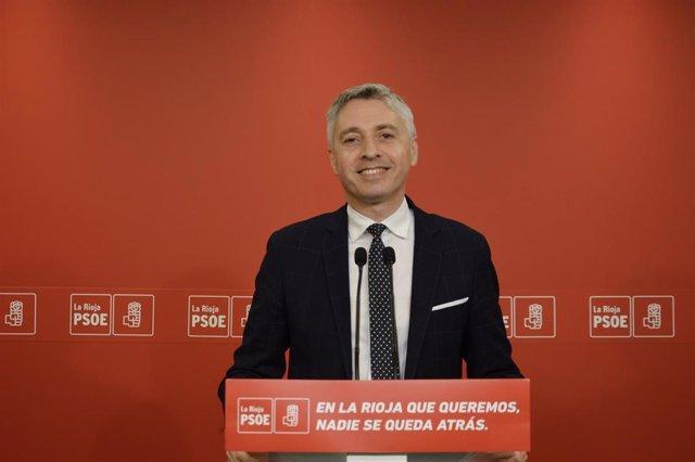 El secretario general del PSOE de La Rioja, Francisco Ocón, en comparecencia de prensa