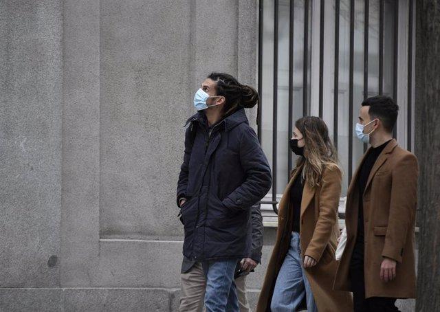 Archivo - El diputado y secretario de Organización de Podemos, Alberto Rodríguez (i), a su llegada al Tribunal Supremo para declarar como investigado por una presunta agresión a un policía.