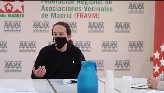 El candidato de Podemos a la Presidencia de la Comunidad de Madrid, Pablo Iglesias, tras mantener una reunión con la FRAVM