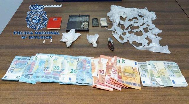 Dinero y droga intervenidas en Mieres.