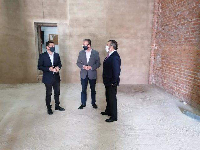 Visita del delegado de Administración Local al Ayuntamiento de Aracena.