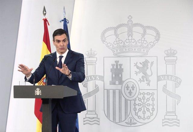 El presidente del Gobierno, Pedro Sánchez, ofrece una rueda de prensa en Moncloa, tras la celebración del Consejo de Ministros, a 6 de abril de 2021, en Madrid (España). Durante su la rueda, el jefe del Ejecutivo ha informado del desarrollo del plan de va