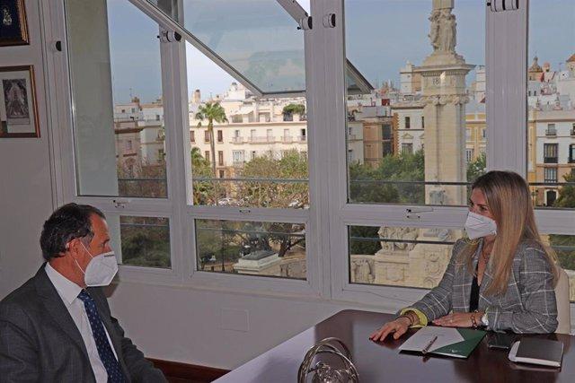 Archivo - Ana Mestre reunida con el alcalde de Chiclana