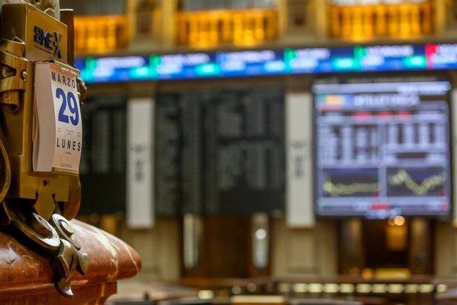 Valores del Ibex 35 en el Palacio de la Bolsa de Madrid (España), a 29 de marzo de 2021.