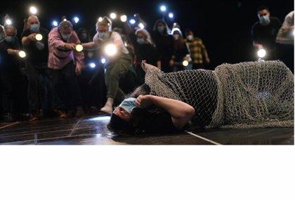 "La ópera 'Peter Grimes' recupera en el Teatro Real la historia del ""diferente"" contra la masa 'enfurecida'"
