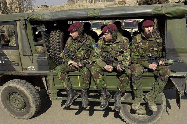 Archivo - Militares británicos en Afganistán en 2002