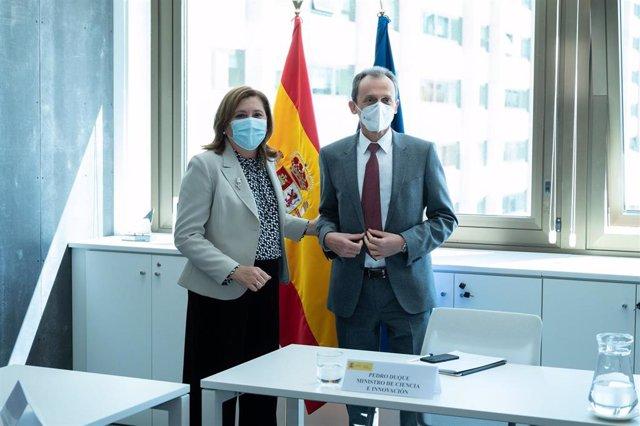 La consejera de Educación, Cultura y Deportes de C-LM, Rosa Ana Rodríguez, junto al ministro de Ciencia e Innovación, Pedro Duque