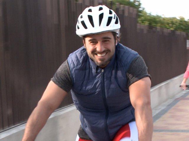 David Bustamante y Yana Olina en bici