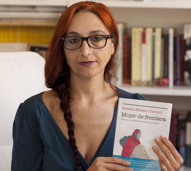 Archivo - La activista y defensora de los derechos humanos, Helena Maleno, con su libro 'Mujer de Frontera'